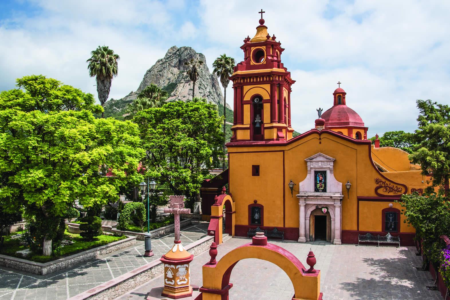 Plaza principal de bernal bernal quer taro webcams de for Casa del diseno queretaro